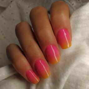 gradient polished manicures